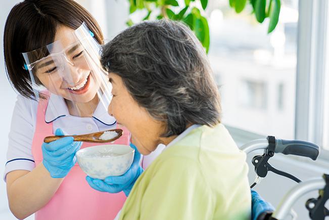 口腔ケアで予防する嚥下障害 –準備期 正しく噛む–