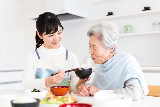 口腔ケアで予防する嚥下障害-口腔期 食物の送り込み-